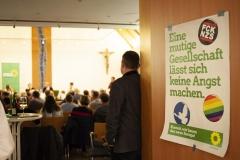 Blick in den Saal mit der Grünen Botschaft: Mut